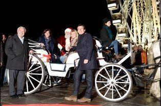 Marcel Campion, Anne Hidalgo, Chantal Ladesou et Jean-Luc Reichmann à l'inauguration du village de Noël des Champs Elysées à Paris, le 14 novemb...