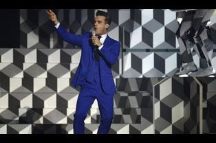 Robbie Williams, tout de bleu vêtu