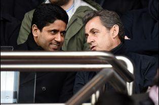 Nicolas Sarkozy avec Nasser Al-Khelaifi au Parc des princes à Paris, le 21 février 2015