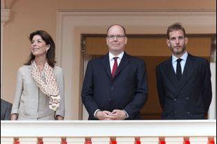 La princesse Caroline de Hanovre, le prince Albert II de Monaco et Andrea Casiraghi au balcon du Palais princier à Monaco, le 23 juin 2015