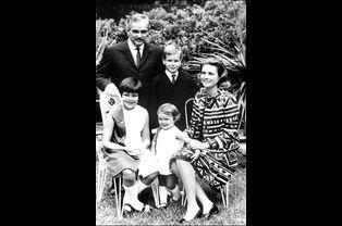 Le Prince Rainier, Grace et leurs trois enfants : Caroline, Albert et Stéphanie en 1967