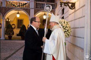 Le prince Albert de Monaco et Mgr Barsi à Monaco, le 12 décembre 2014