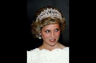 "Lady Diana avec la ""Cambridge Lovers Knot Tiara"""