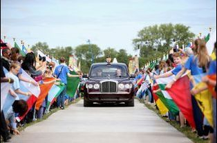 La reine Elizabeth II arrive pour la commémoration des 800 ans de la Magna Carta à Runnymede, le 15 juin 2015
