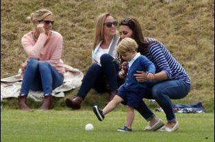 Le prince George et la duchesse Kate à Tetbury, le 14 juin 2015