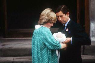 Première sortie au lendemain de sa naissance, le 22 juin 1982