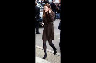 2 La Duchesse De Cambridge, Née Kate Middleton, En Visite Dans Une Association De Familles D'accueil