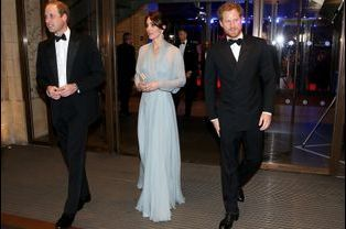 La duchesse de Cambridge Kate avec les princes William et Harry à Londres, le 26 octobre 2015