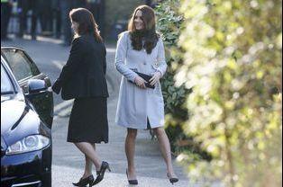4 La Duchesse De Cambridge, Née Kate Middleton, En Visite À Kensington