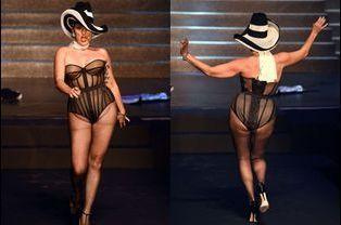 L'actrice espagnole Rossy de Palma défile et fait un strip-tease pour Jean Paul Gaultier, le 27 septembre 2014 à Paris