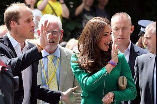 Le prince William et la duchesse Kate, à Paris le 27 juillet dernier, arborant chacun un bracelet