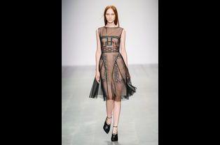 Défilé Marios Schwab printemps-été 2015 lors de la Fashion Week de Londres, le 14 septembre 2014