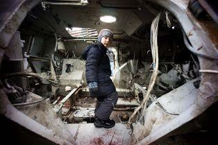 A Kiev, les blindés des pro-russes exposés