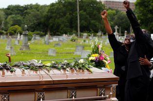 Après le massacre, les funérailles à Charleston