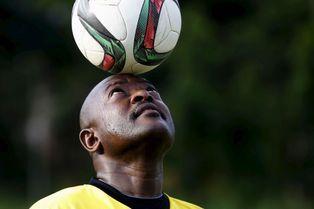 ... le président burundais joue au foot