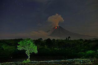 Sinabung, une lueur dans les ténèbres