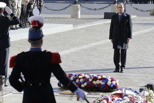 François Hollande, solennel sur les Champs-Elysées