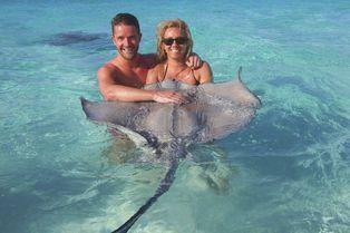 Aux îles Caïman, nagez avec des raies