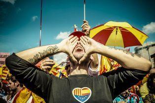 Les Catalans manifestent contre l'indépendance
