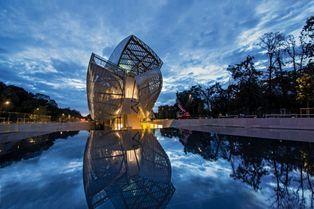 La fondation Louis Vuitton déploie ses ailes