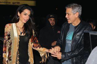 Amal Clooney attire les paparazzi