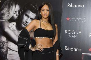 Rihanna, sensuelle jusqu'au bout du nez