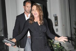 Caitlyn Jenner rayonnante pour un dîner entre transgenres