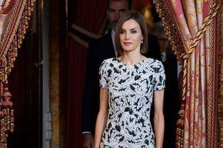 Letizia passe d'Hugo Boss à Carolina Herrera