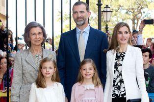 Letizia et ses ravissantes petites princesses à Majorque