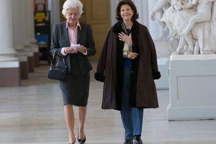 Silvia a toujours le bras en écharpe
