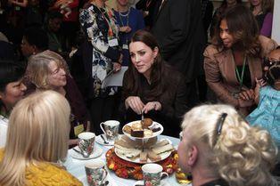 La duchesse de Cambridge prend le thé en famille