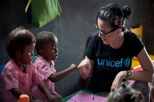 Unicef: Katy Perry à la rencontre d'enfants malgaches