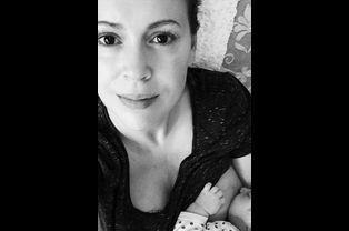 Alyssa Milano présente Elizabella Dylan