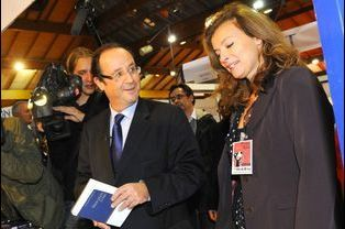 Une des premières photos avec Valérie Trierweiler en public, en novembre 2010