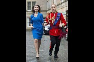 Kate et le prince William courent pour éviter les gouttes