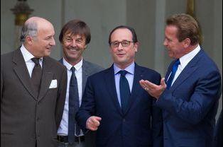 Laurent Fabius, Nicolas Hulot, le président François Hollande et Arnold Schwarzenegger à l'Élysée le vendredi 10 octobre 2014