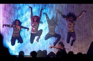 Les danseuses mettent l'ambiance
