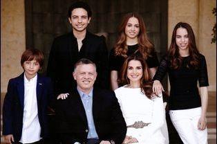 Rania et Abdallah avec leurs enfants Hussein, Iman, Salma et Hashem, le 21 décembre 2014