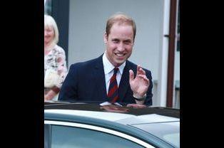 Le prince William sourit et s'en va