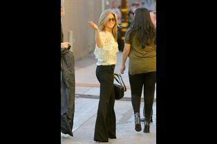 """L'actrice Jennifer Aniston se rend sur un plateau de télévision à Los Angeles pour la présentation de son film, """"Horrible Bosses 2"""" le 24 novemb..."""
