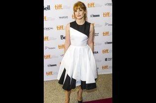 """L'actrice Jessica Chastain dans une robe Christian Dior lors de la projection du film """"Miss Julie"""" au festival international du film de Toronto, le..."""