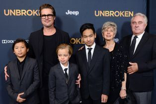 """Brad Pitt, sans Angie, mais en famille pour """"Invicible"""""""