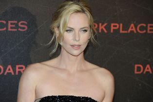 Paris adore Charlize Theron