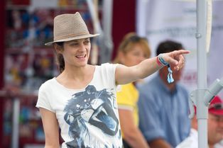 Marion Cotillard, supportrice chic et nature à Chantilly