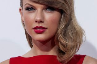 """Taylor Swift radieuse pour """"The Giver"""""""