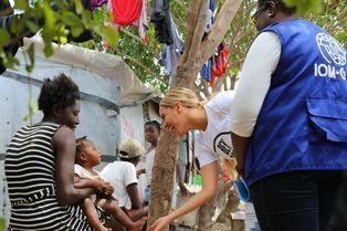 Beyoncé à la rencontre des survivants en Haïti