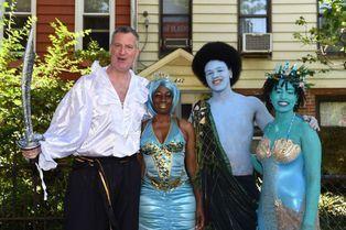 Le maire et sa famille à la fête