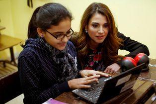 Rania à fond pour les TIC