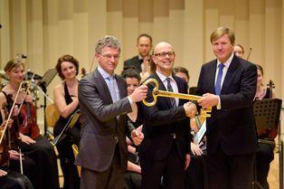 Willem-Alexander se voit confier la clef des chants