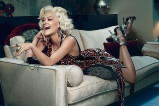 Rita Ora, sublime Marilyn pour Roberto Cavalli